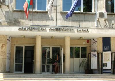 Eingang der Med. Uni Varna